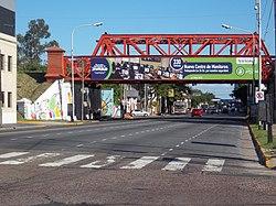 Puente ferroviario sobre la avenida Belgrano en Avellaneda.JPG
