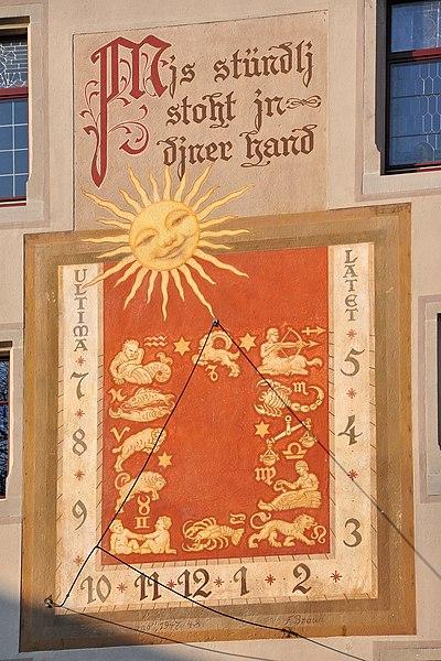 File:Rapperswil - Rathaus Sonnenuhr & Wappen (u.a. Landenberg) IMG 1842.jpg