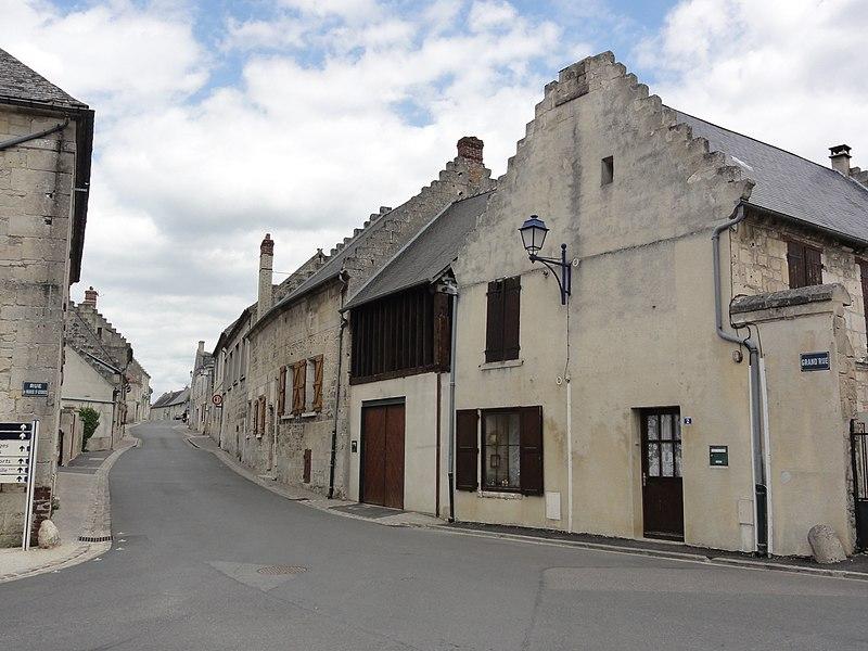 Ressons-le-Long (Aisne) Grand Rue, avec pignons à échelons