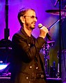 Ringo Starr at Radio City Music Hall (44669289801).jpg