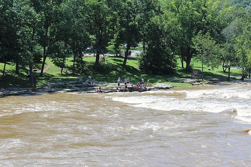 File:Riverside park - panoramio.jpg