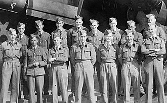 Leonard Cheshire - Cheshire with air crew and ground crew while at 35 Squadron