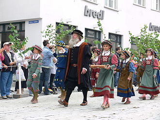 Rutenfest Ravensburg - Rutenkinder (birch children) lead the historical parade on Ruten Monday