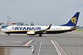 Ryanair, EI-DYW, Boeing 737-8AS (15836769653).jpg