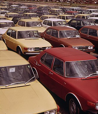 Saab 99 - US-specification Saab 99s on the dock in Providence, Rhode Island (1973)