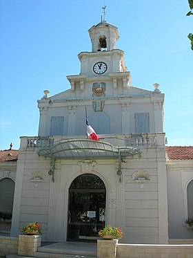 Saint-Martin-de-Crau - Town hall - June 2006.jpg