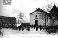 Saint-Victor-de-Morestel, place de l'église, 1905, p231 de L'Isère les 533 communes - éditeur à Morestel.jpg