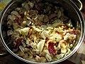 Salát s čínským zelím, kuřecím masem, červenou čekankou, vajíčky na tvrdo a krevetkami (2).jpg