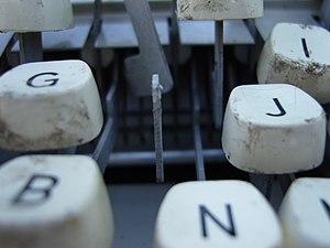 Tastatur einer defekten Schreibmaschine unbeka...