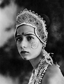 Seeta Devi as Gopa in Prem Sanyas (The Light of Asia) 1925.jpg