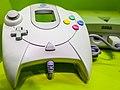 Sega Dreamcast in Computerspielemuseum, Berlin (30720975756).jpg