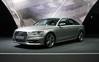 E-segment - Image: Silver Audi S6 C7 fl IAA 2011