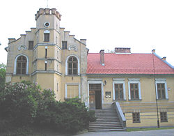 Skawina-pałac w parku.jpg