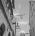 Smeedijzeren uithangbord met een vijzel met stamper van drogisterij Reingruber, Bestanddeelnr 254-4688.jpg