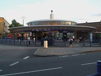 Southgate tube station - Image: Southgate station building 2