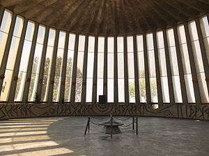 Yad Kennedy - Interior with eternal flame and columns decorated with state seals