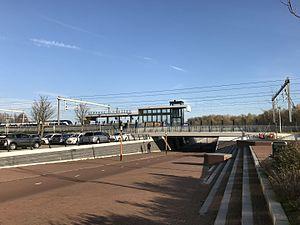 Station Utrecht Lunetten met tunnel.jpg