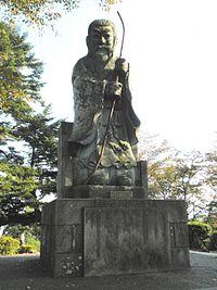 Statue of Emperor Keitai.jpg