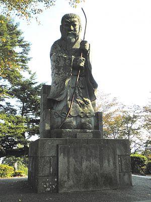 Emperor Keitai - Image: Statue of Emperor Keitai