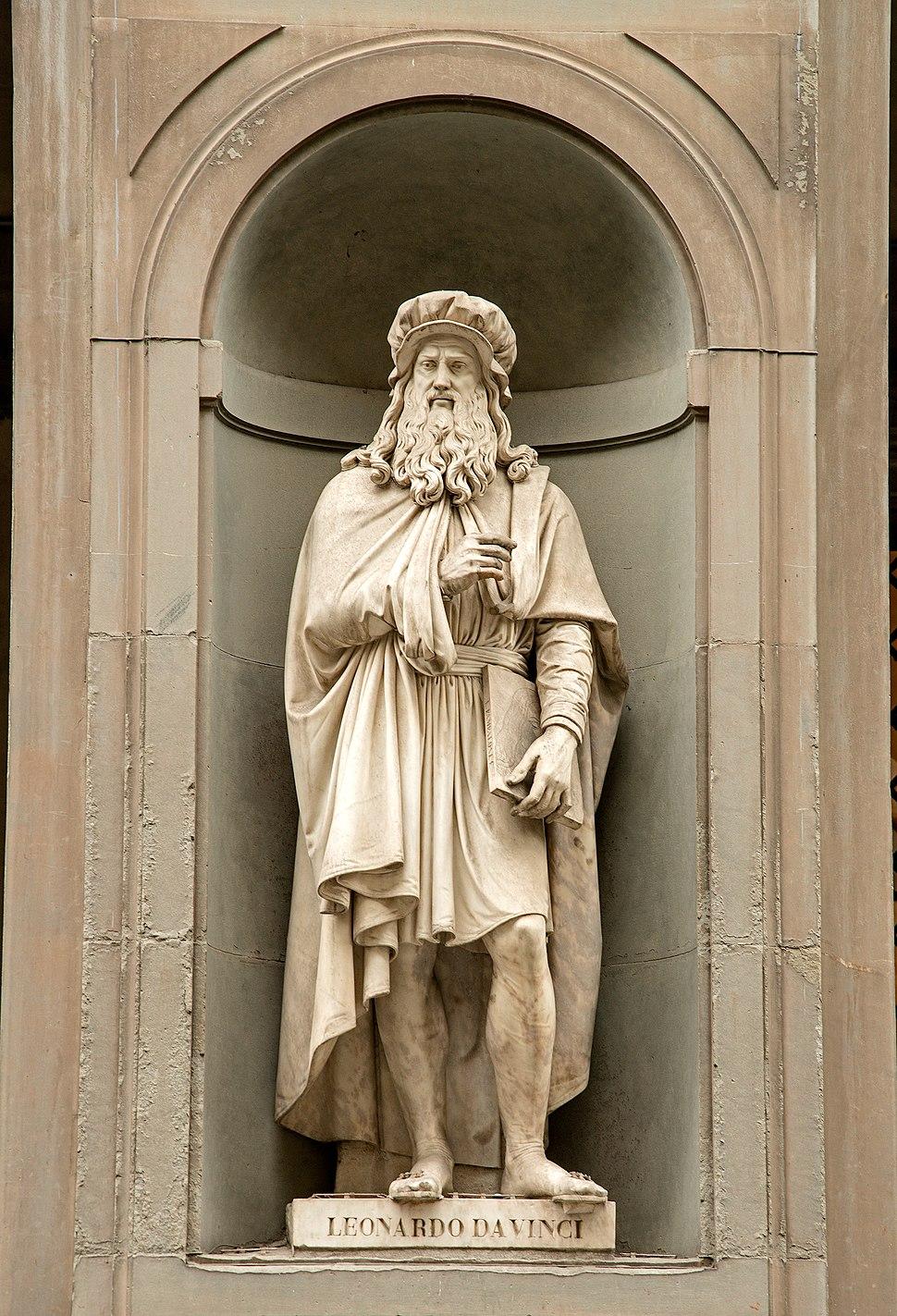 Statue of Leonardo DaVinci in Uffizi Alley, Florence, Italy