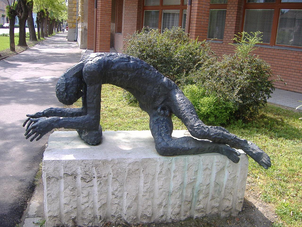 Statue de l'homme fatigué