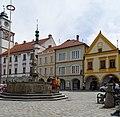 Třeboň, Masarykovo náměstí 1, 102, 103, 104 a kašna.jpg