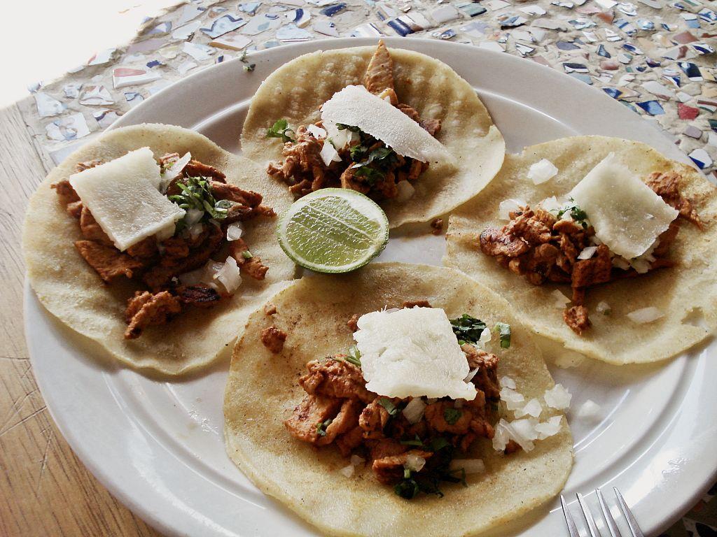 https://upload.wikimedia.org/wikipedia/commons/thumb/e/ee/Tacos1.jpg/1024px-Tacos1.jpg