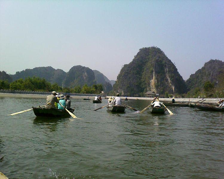 Tập tin:Tam Coc Sailing.jpg