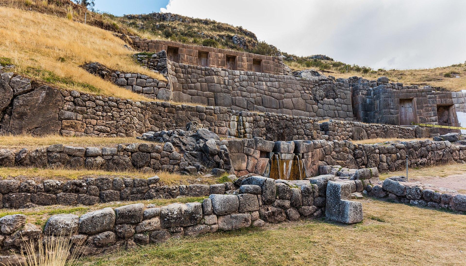 Tambomachay wikipedia for Arquitectura quechua