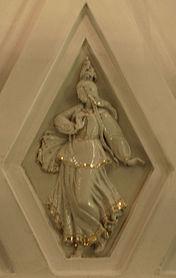 Teatralnaya porcelain sculpture 9.jpg