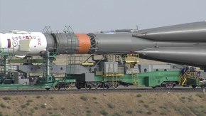 Şəkil:The Expedition 48-49 Soyuz Rocket Comes Together and Moves to Its Launch Pad.webm