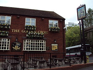 English: The Golden Cross pub, Unicorn Hill, R...