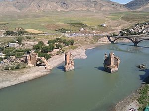 Old Bridge, Hasankeyf - A view of the Old Bridge from upstream, looking east. Beyond it is the new bridge, built in 1967.