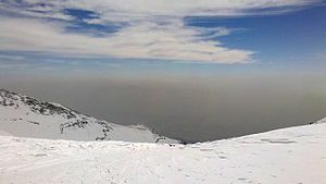 Environmental issues in Tehran - The pollution seen from above of Tochal peak