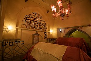 Mordecai - Image: Tomb of Ester and Mordechai interior