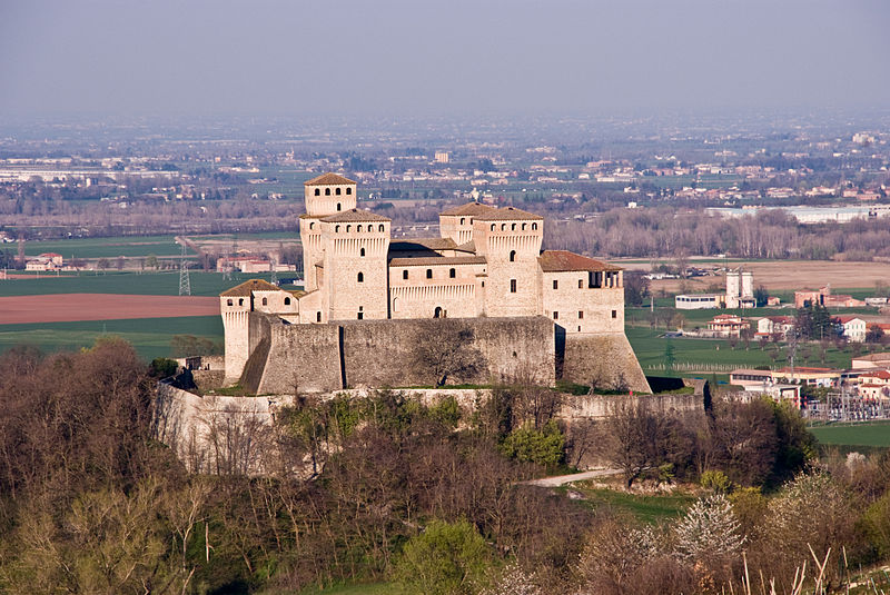 File:Torrechiara - Castello.JPG