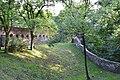 Toszek zamek - fosa i mur obronny.JPG