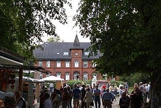 Traventhal House - Markttreiben auf Traventhal, Sommer 2009