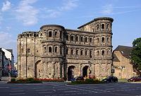 Trier Porta Nigra BW 1.JPG