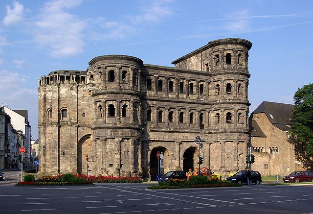 http://upload.wikimedia.org/wikipedia/commons/thumb/e/ee/Trier_Porta_Nigra_BW_1.JPG/640px-Trier_Porta_Nigra_BW_1.JPG?uselang=ru