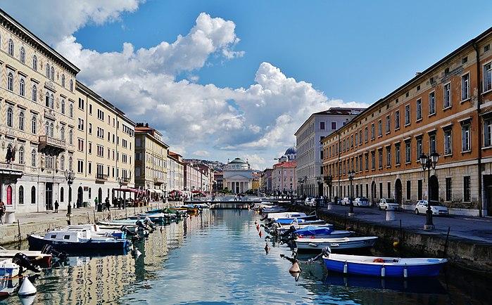Trieste Canal Grande 01