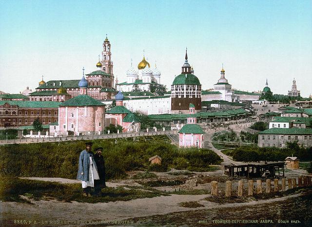 Вид на Троице-Сергиеву Лавру. Фотохром (цветная литография), 1890-е годы.