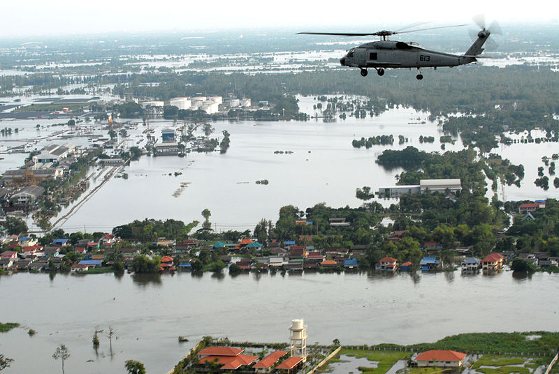 File:US Navy 111022-N-WW409-445 An SH-60F Sea Hawk helicopter assigned to Helicopter Anti-Submarine Squadron (HS) 14, flies around the Bangkok area with.jpg
