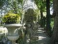 Une allées ombragée longeant le bassin de la fontaine Médicis.jpg