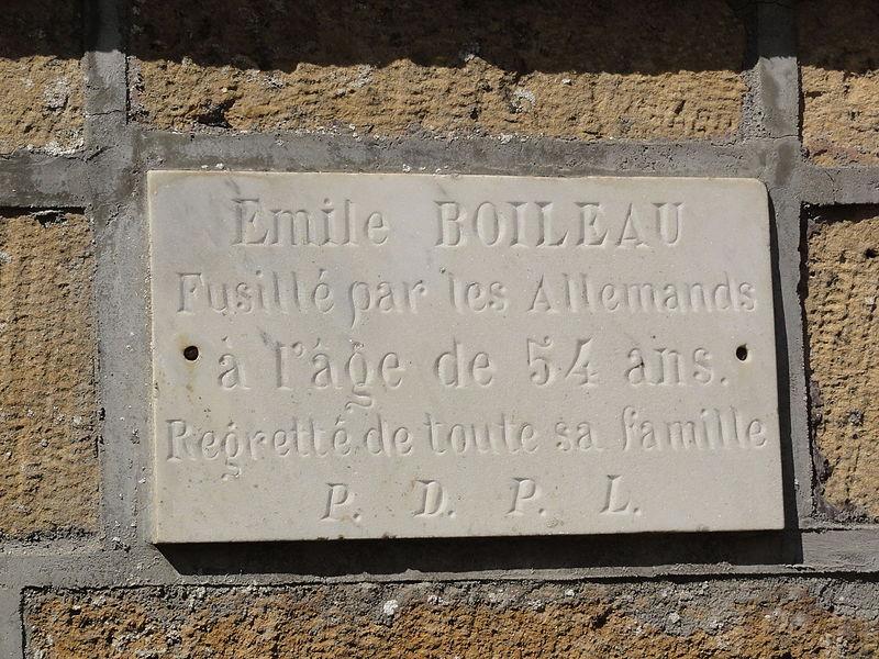 Vaudoncourt (Meuse) plaque commémorative E.Boileau fusillé