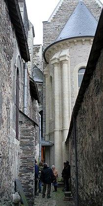 Venelle de l'eglise de la Trinite et de l'abbaye du Ronceray Angers.jpg