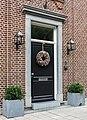 Versierde deur in Kanaalstraat in Rekem (deelgemeente) van Lanaken provincie Limburg in België.jpg
