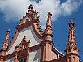 Veszprém 2016, volt Püspöki jószágkormányzóság, vimperga, fiálék és kúszólevél.jpg