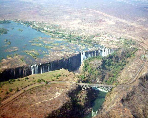 Victoria Falls, the end of the upper Zambezi and beginning of the middle Zambezi. Victoria5.jpg