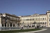 Villa Reale di Monza (Giuseppe Piermarini, 1777-1780), veduta di tre quarti.jpg